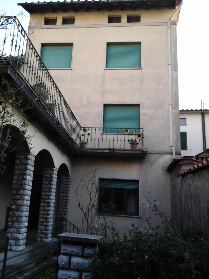 Appartamento in discrete condizioni in vendita Rif. 4770929