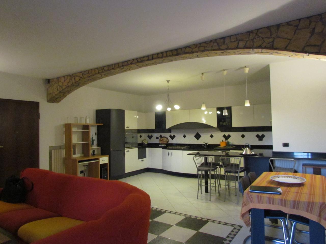 Appartamento in ottime condizioni arredato in vendita Rif. 9700680