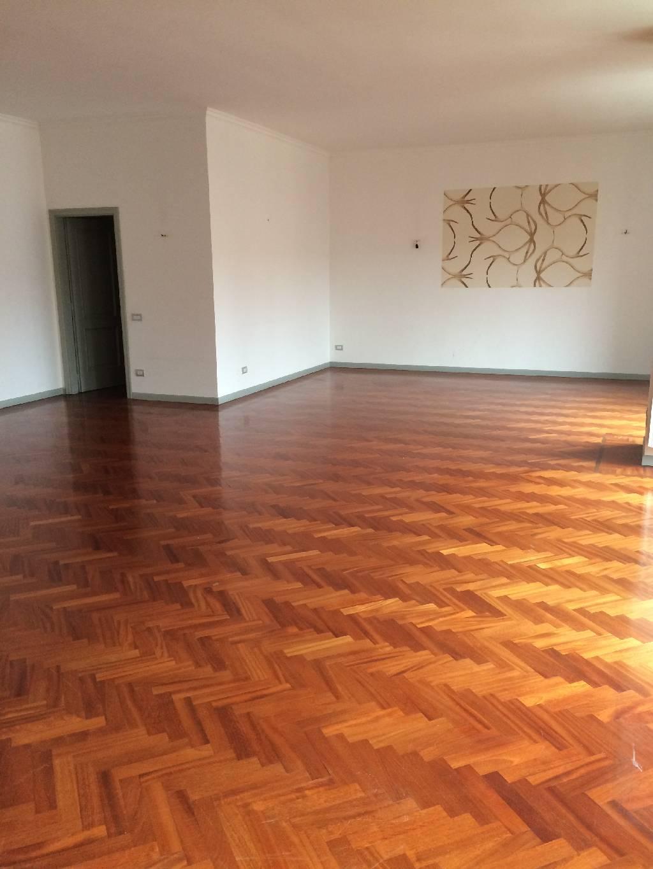 Appartamento in affitto a Bergamo, 4 locali, zona Località: CENTRALE, prezzo € 2.000 | Cambiocasa.it