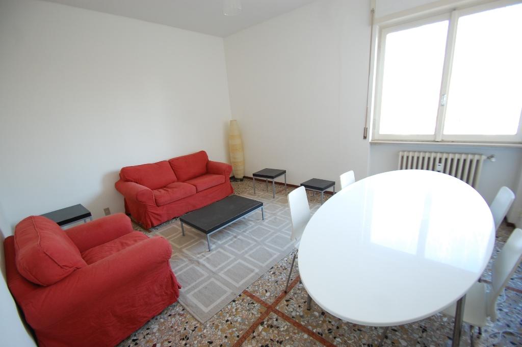 Appartamento in affitto a Bergamo, 2 locali, zona Località: B.GO S. CATERINA ZONA SUARDI, prezzo € 450   Cambiocasa.it