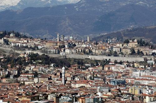 Appartamento in affitto a Bergamo, 4 locali, zona Località: CENTRALE, prezzo € 1.085 | Cambiocasa.it