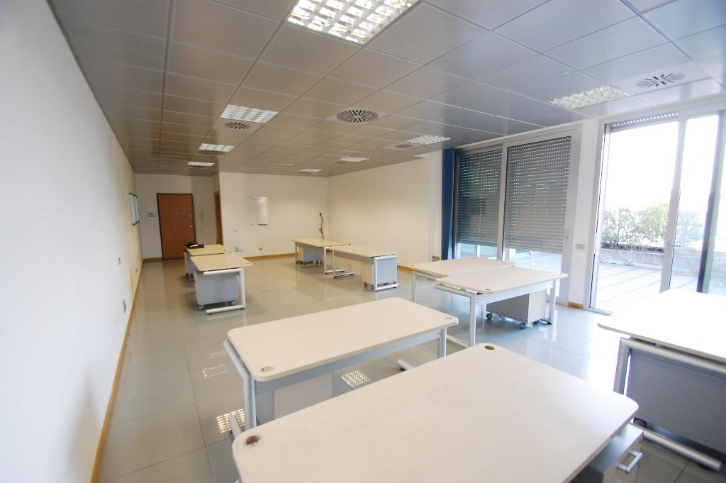 Ufficio / Studio in affitto a Lallio, 1 locali, prezzo € 900 | Cambio Casa.it