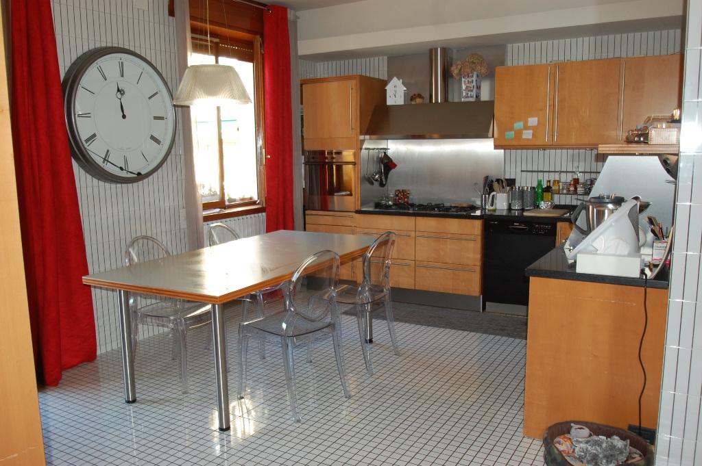 Appartamento in affitto a Bergamo, 5 locali, zona Località: LORETO, prezzo € 1.300 | Cambiocasa.it
