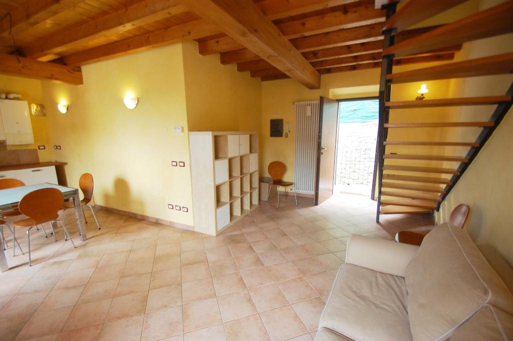 Appartamento in affitto a Bergamo, 2 locali, zona Località: CITT? ALTA, prezzo € 700 | Cambio Casa.it