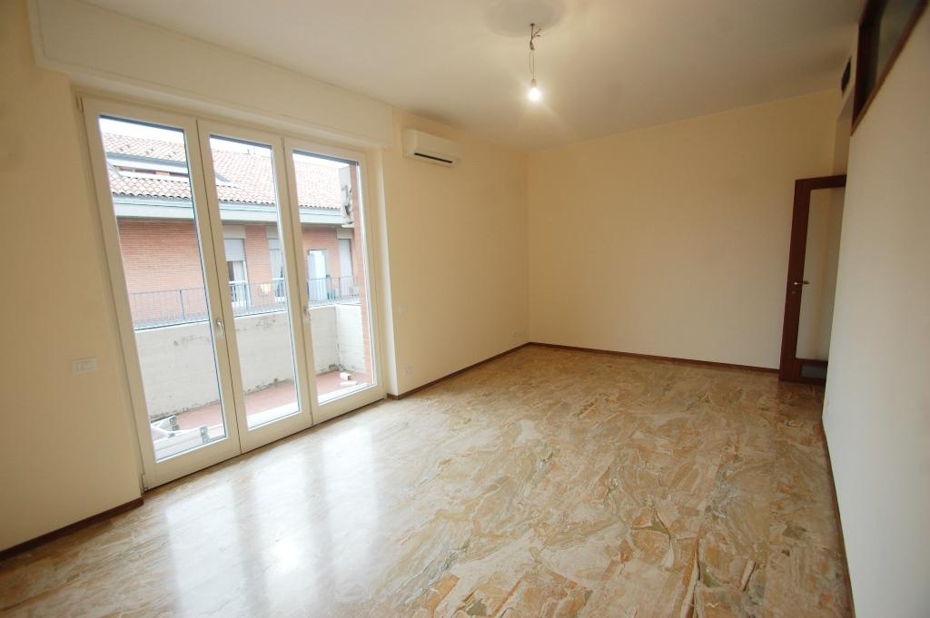 Appartamento in affitto a Bergamo, 9999 locali, zona Località: CENTRALE, prezzo € 750 | Cambio Casa.it