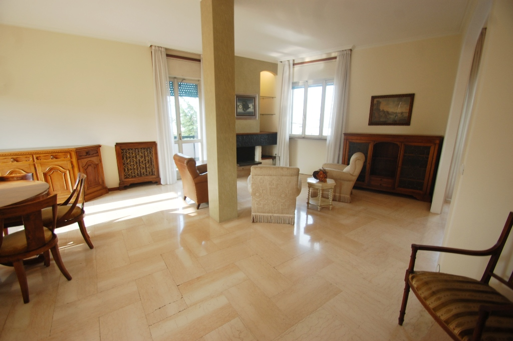 Appartamento in affitto a Bergamo, 4 locali, zona Località: CENTRALE, prezzo € 900 | Cambio Casa.it