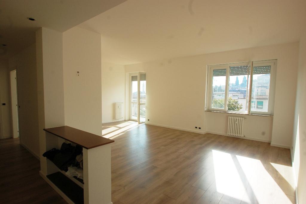 Appartamento in affitto a Bergamo, 4 locali, zona Località: CENTRALE, prezzo € 1.250 | Cambio Casa.it