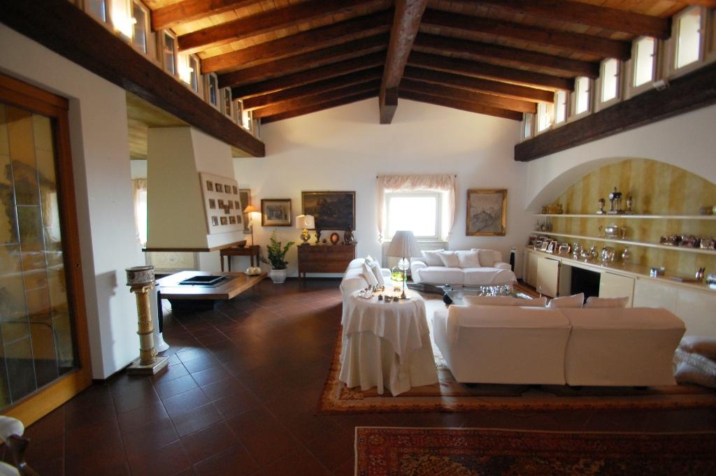 Appartamento in affitto a Bergamo, 4 locali, zona Località: CITTA' ALTA, prezzo € 2.500 | Cambio Casa.it