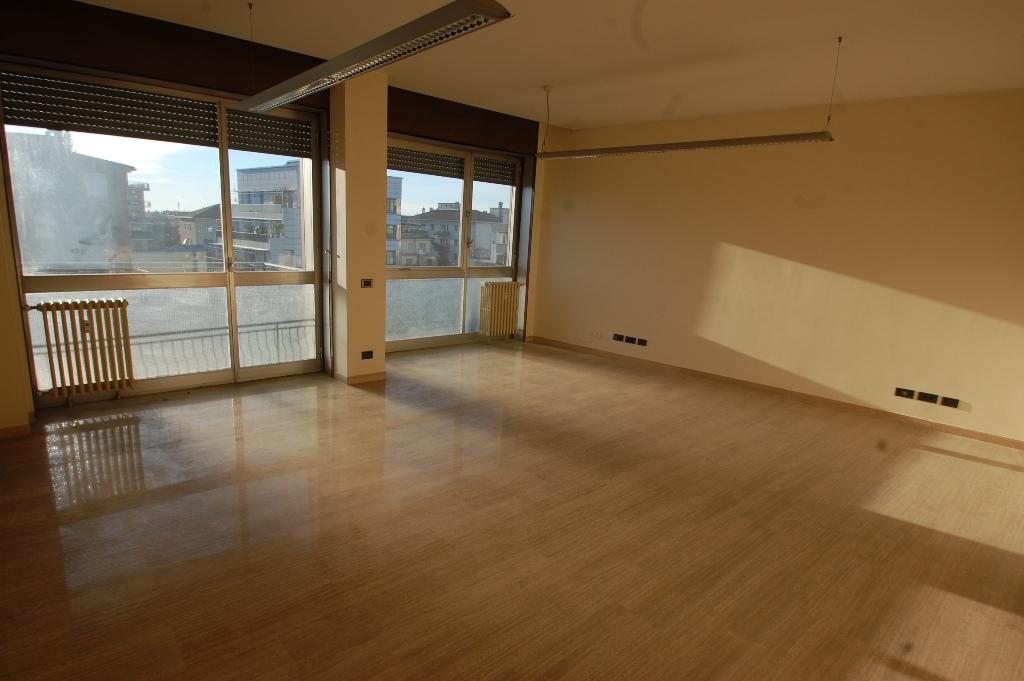 Ufficio / Studio in affitto a Bergamo, 5 locali, zona Località: CENTRALE, prezzo € 1.667 | Cambio Casa.it