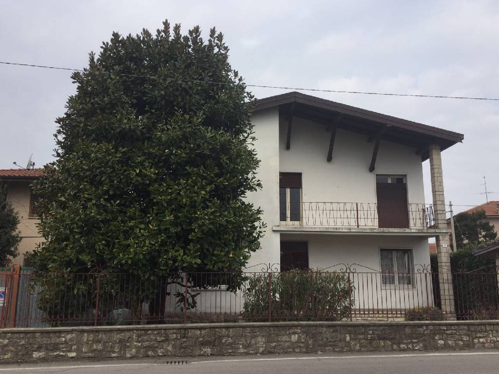 Villa in Vendita a Palazzolo sull'Oglio