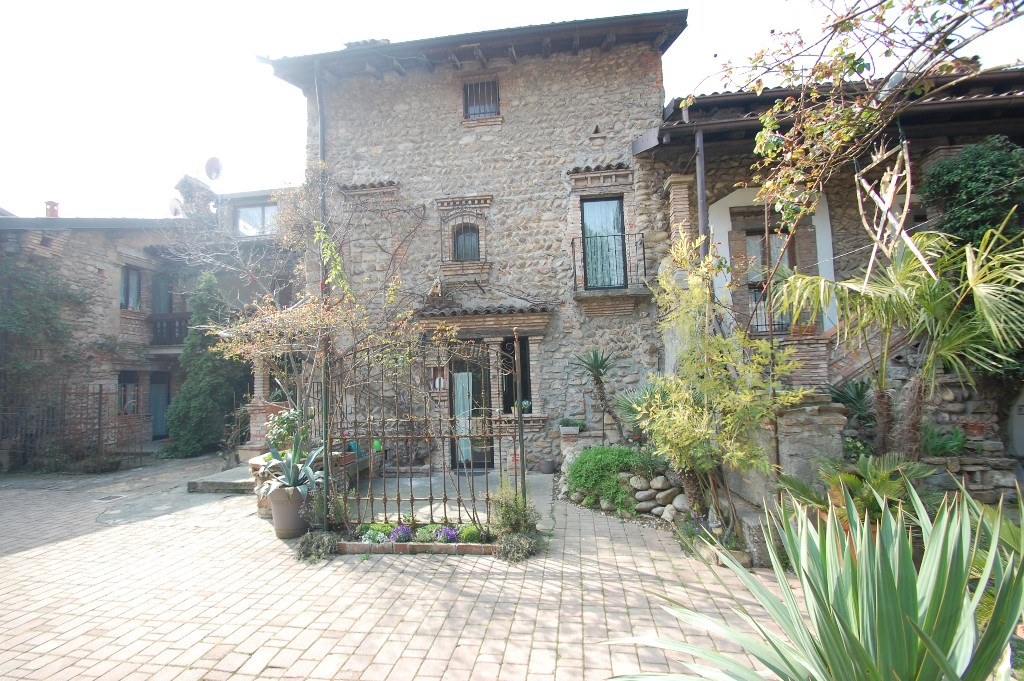 Appartamento in affitto a Valbrembo, 2 locali, zona Località: VALBREMBO, prezzo € 500 | Cambio Casa.it