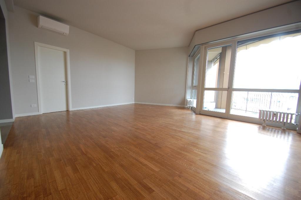Appartamento in affitto a Bergamo, 4 locali, prezzo € 1.500 | CambioCasa.it