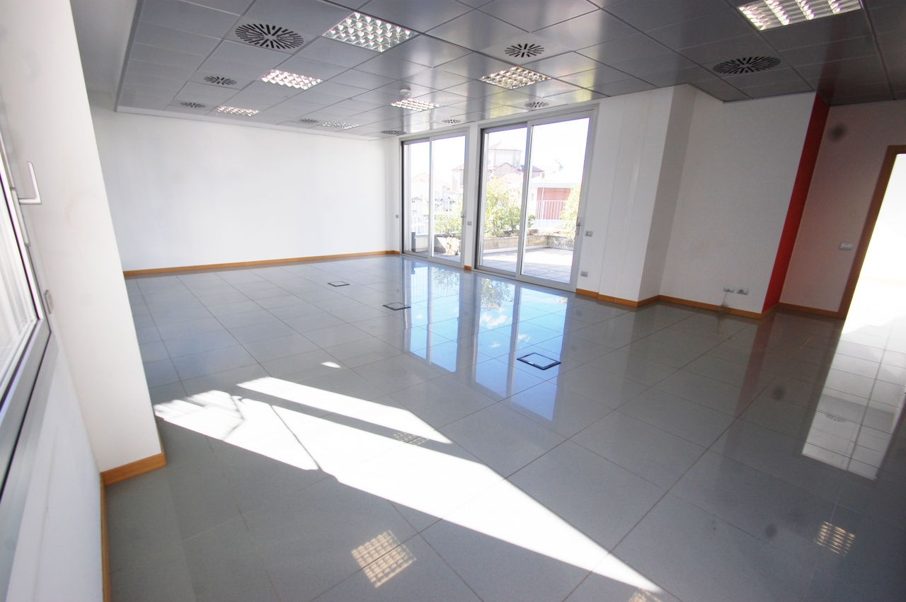 Ufficio / Studio in affitto a Lallio, 5 locali, prezzo € 1.667 | CambioCasa.it