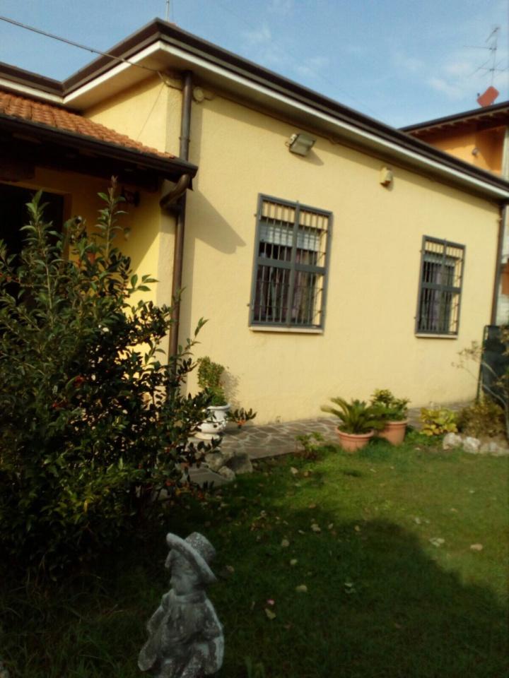 Villa in Vendita a Seriate