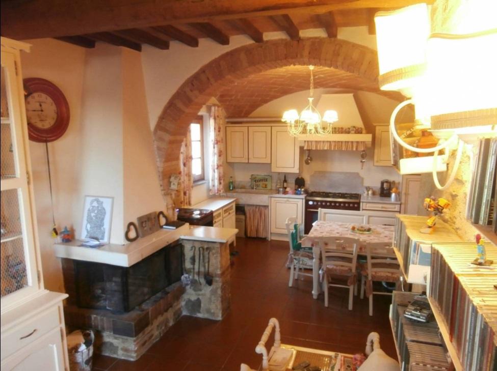 Appartamento in ottime condizioni in vendita Rif. 8104392