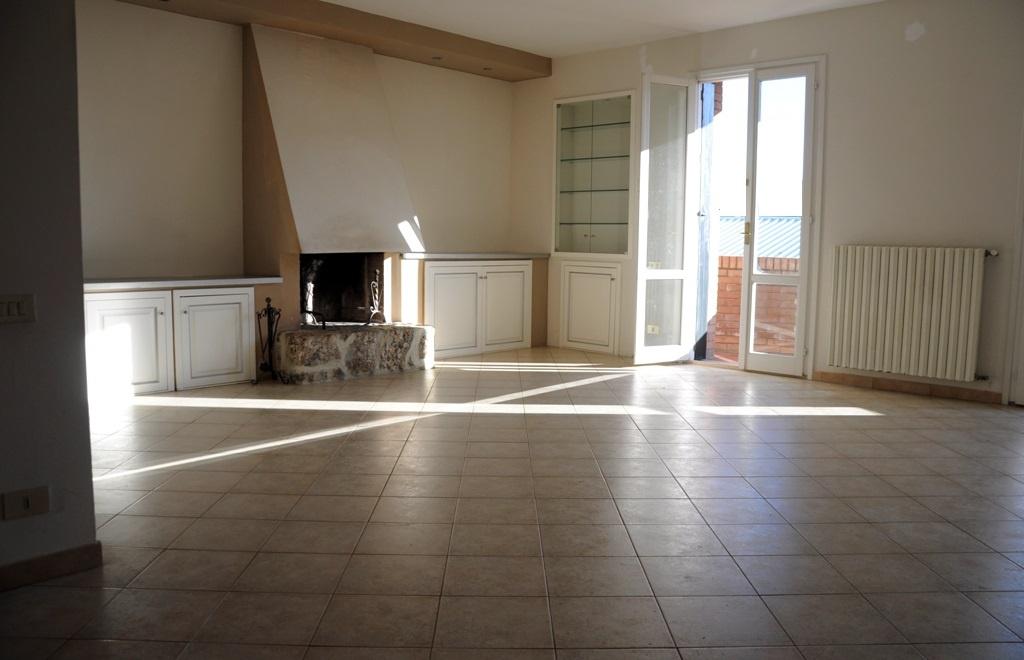 Appartamento in ottime condizioni in vendita Rif. 9522954