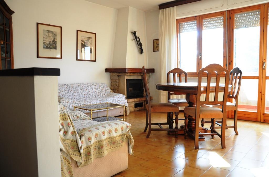 Appartamento in buone condizioni in vendita Rif. 9659602