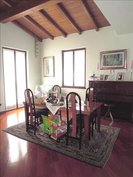 Villa in vendita a Gazzola, 9999 locali, prezzo € 800.000 | CambioCasa.it