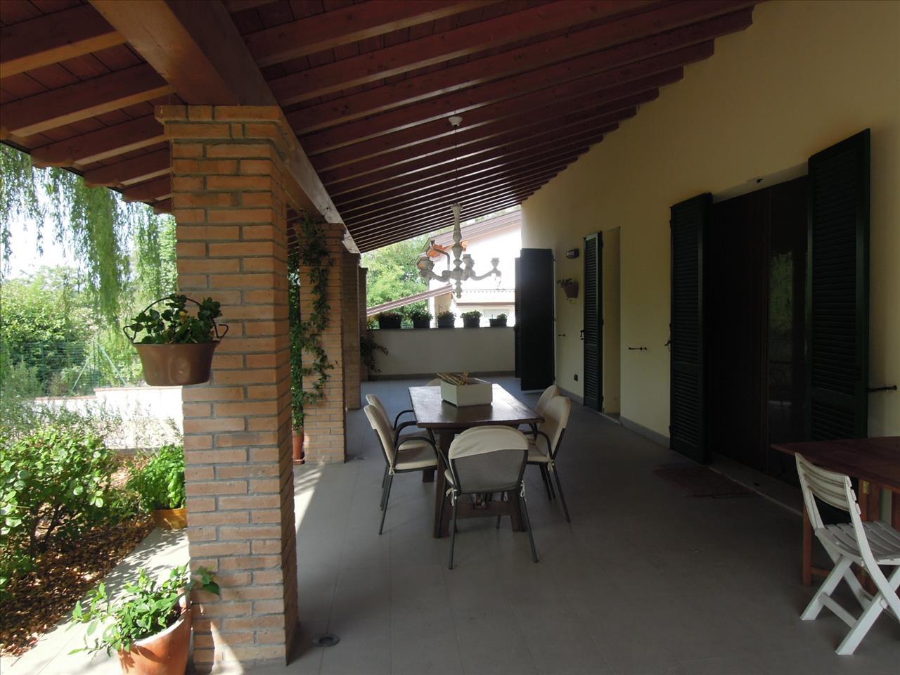 Villa in vendita a Gazzola, 8 locali, prezzo € 700.000 | CambioCasa.it