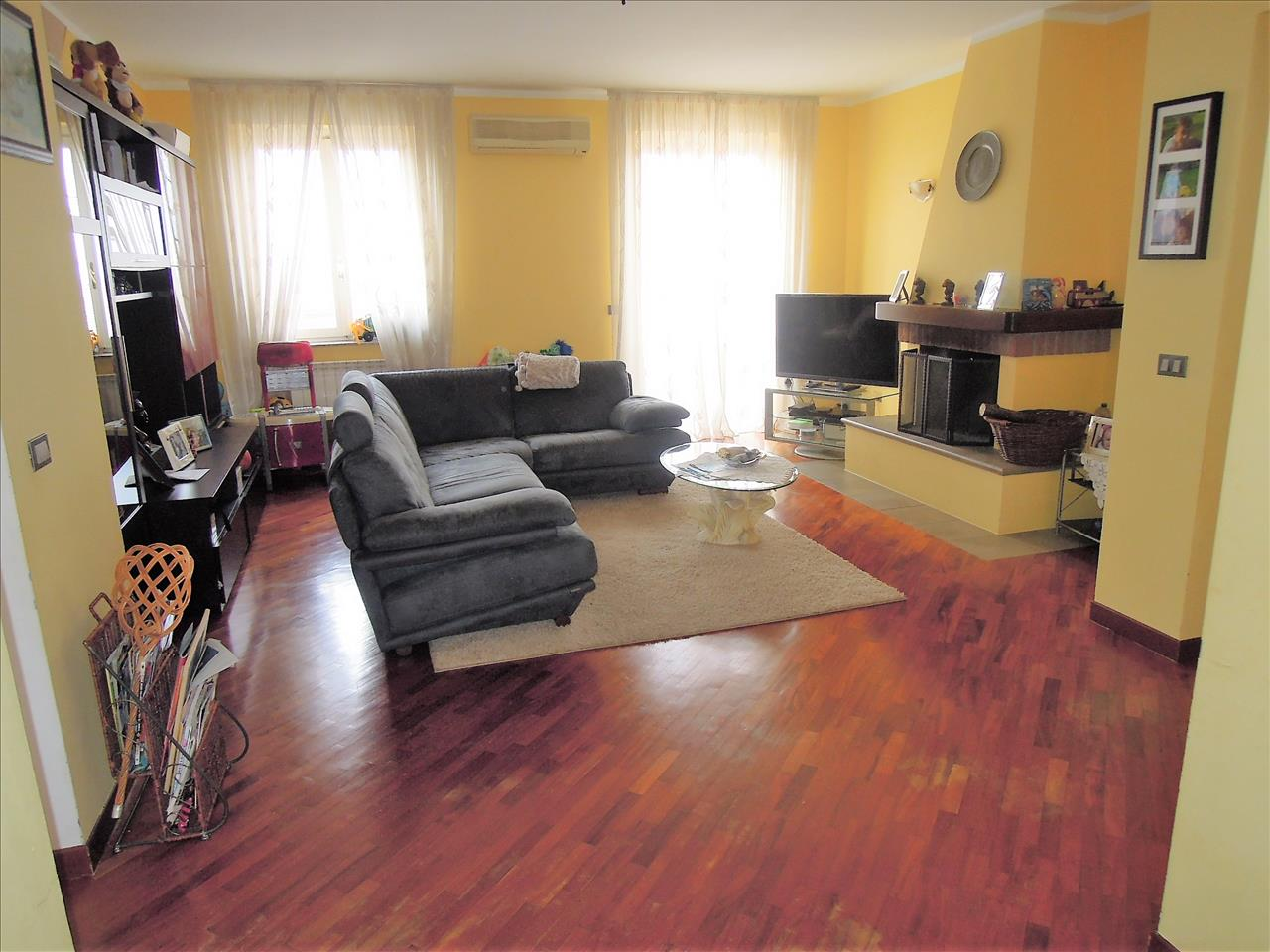 Appartamento in buone condizioni in vendita Rif. 9322814