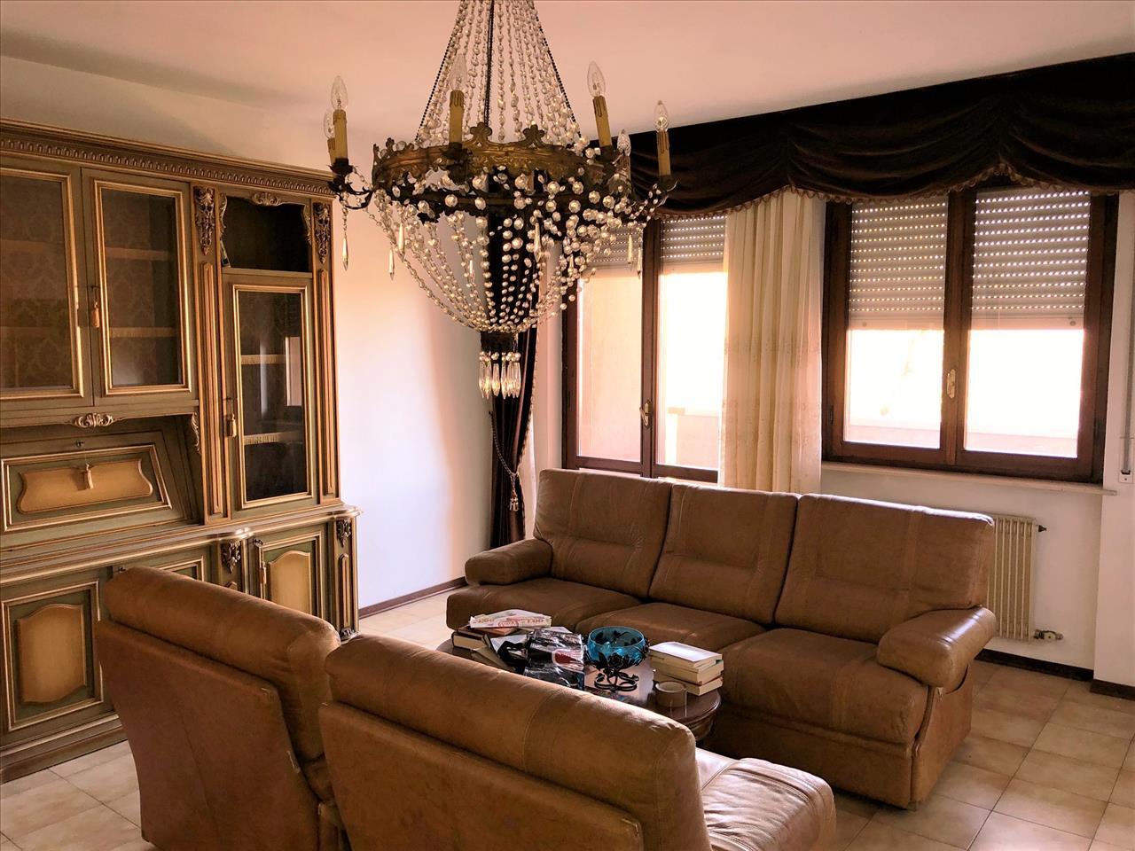 Appartamento in buone condizioni in vendita Rif. 8656945