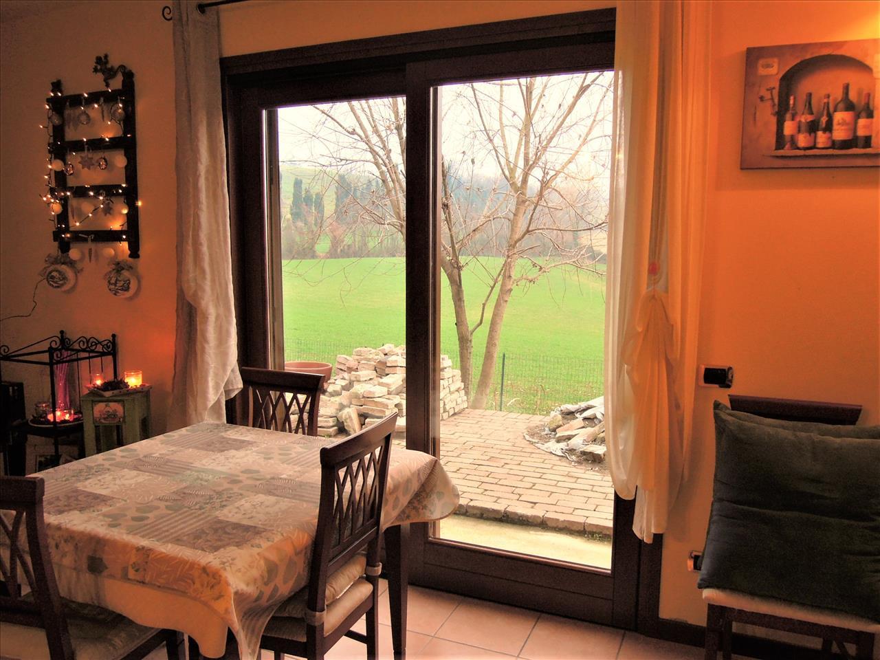 Villa in vendita a Rivergaro, 4 locali, prezzo € 210.000 | CambioCasa.it