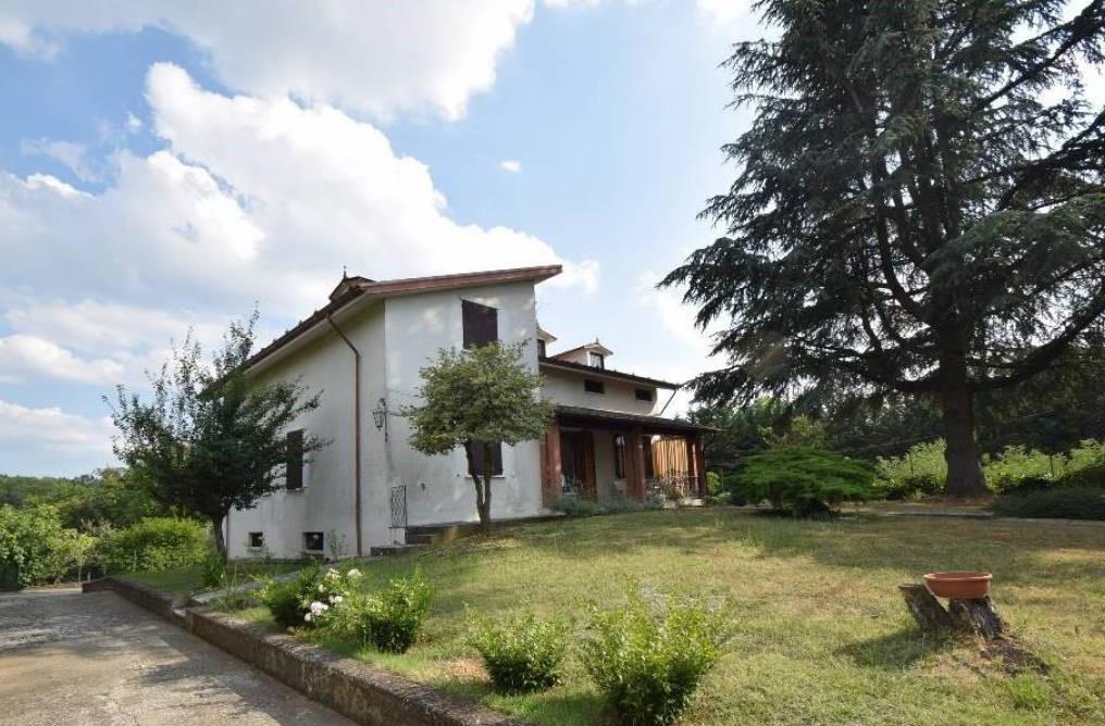 Villa in vendita a Rivergaro, 8 locali, prezzo € 260.000 | CambioCasa.it