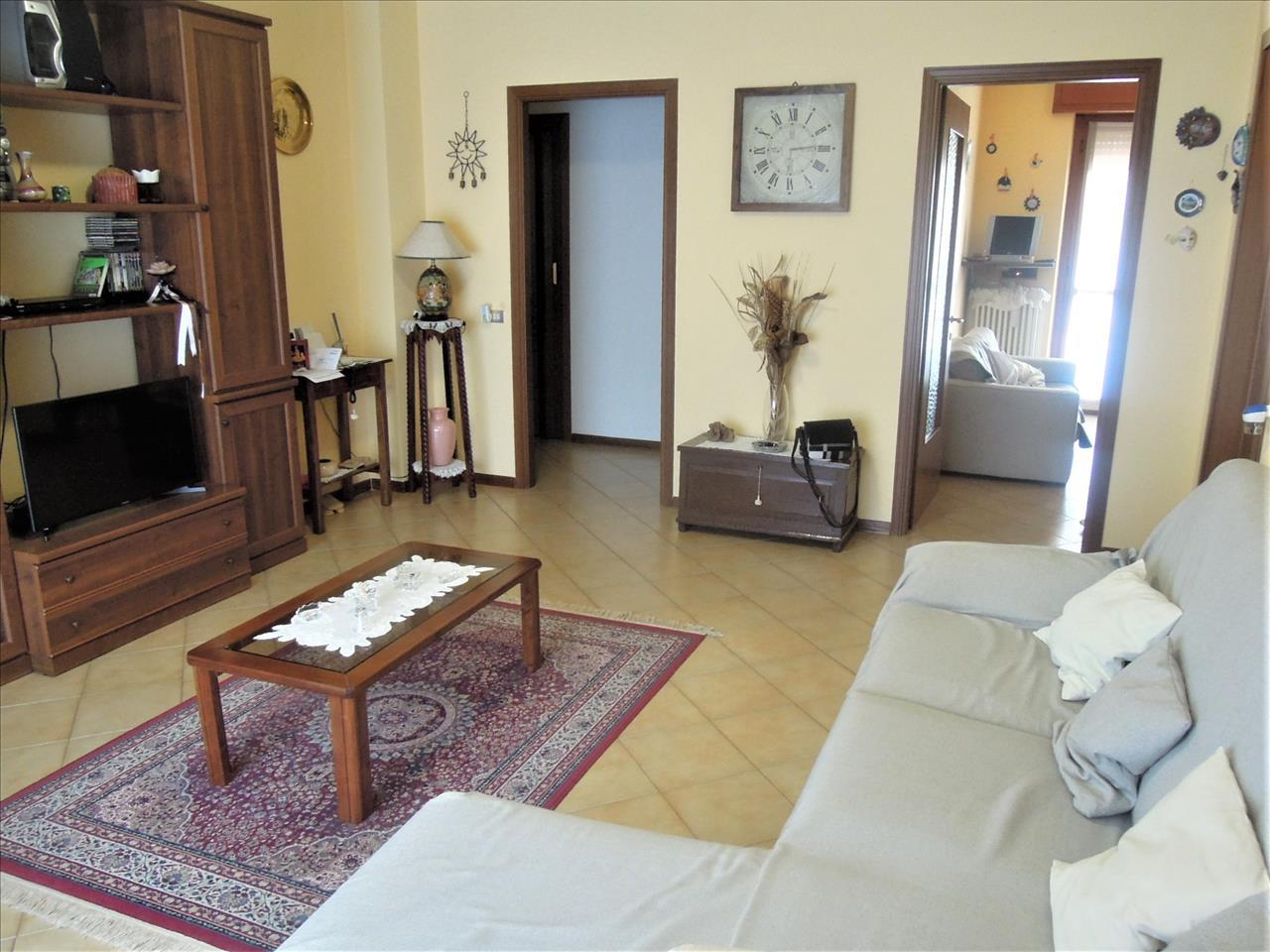 Appartamento in vendita a San Giorgio Piacentino, 3 locali, prezzo € 120.000 | CambioCasa.it
