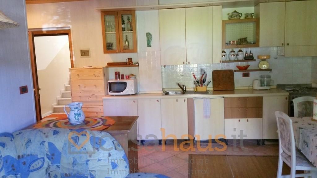 Appartamento in buone condizioni arredato in vendita Rif. 4771661