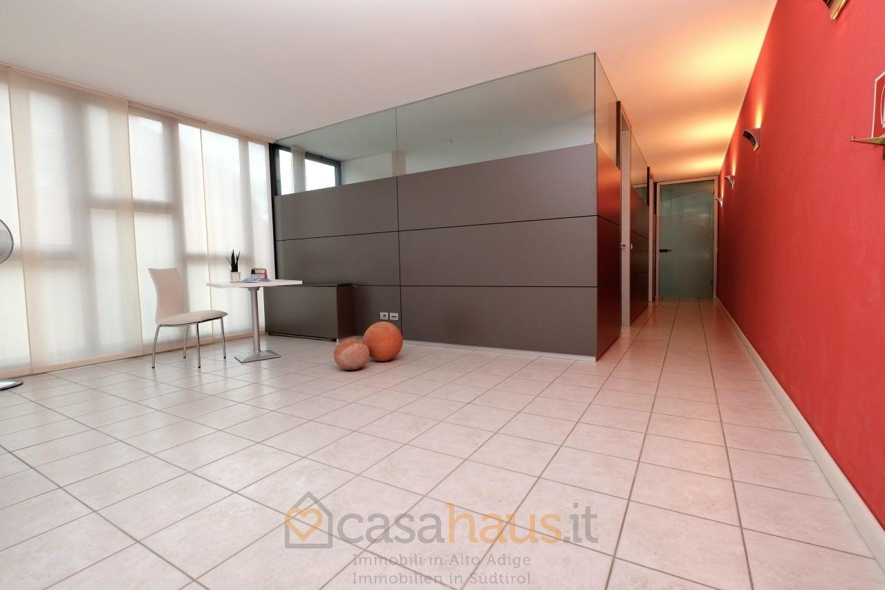 Ufficio / Studio in affitto a Bolzano, 9999 locali, prezzo € 980 | CambioCasa.it