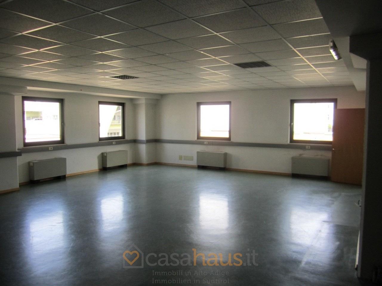 Ufficio in buone condizioni in vendita Rif. 6716898