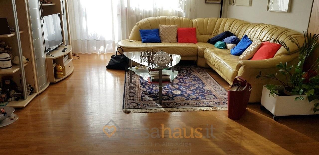Appartamento in buone condizioni arredato in vendita Rif. 10069931
