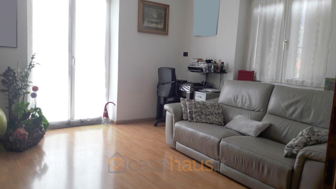 Appartamento in buone condizioni arredato in vendita Rif. 9833823
