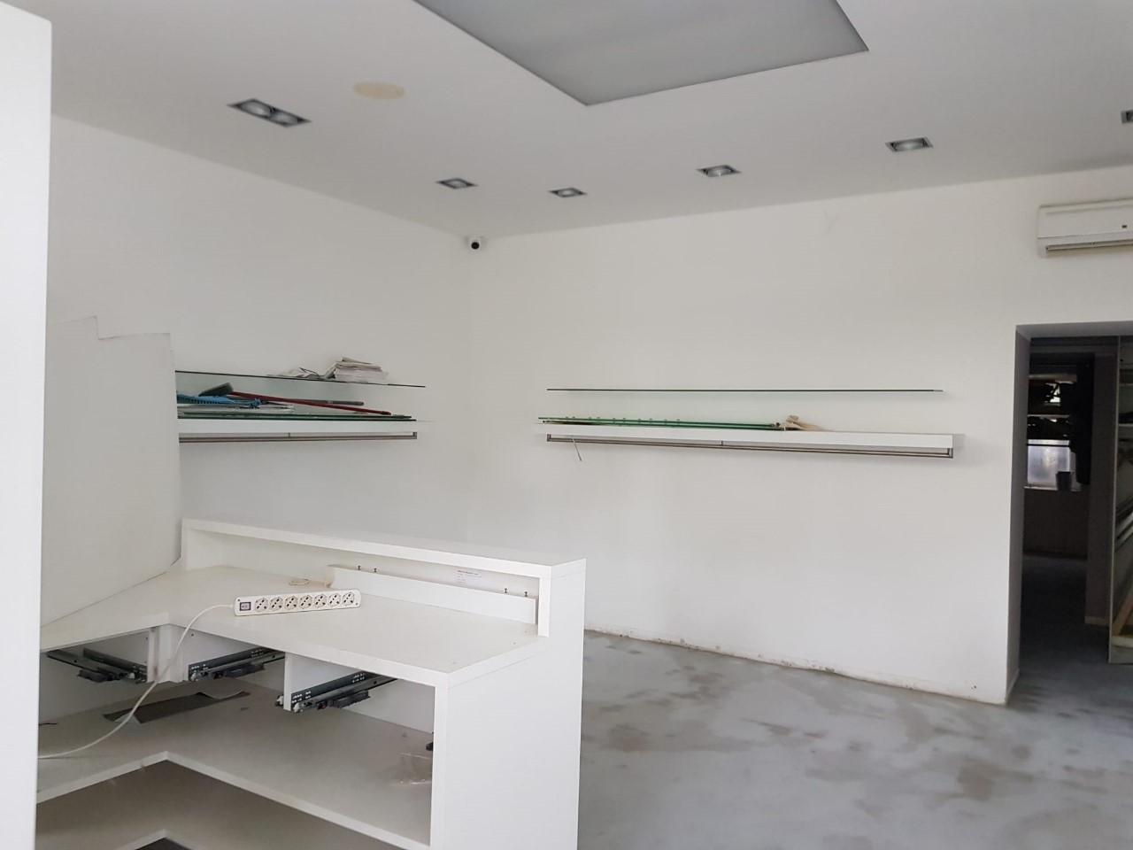 Negozio / Locale in affitto a Merano, 2 locali, prezzo € 1.200 | CambioCasa.it