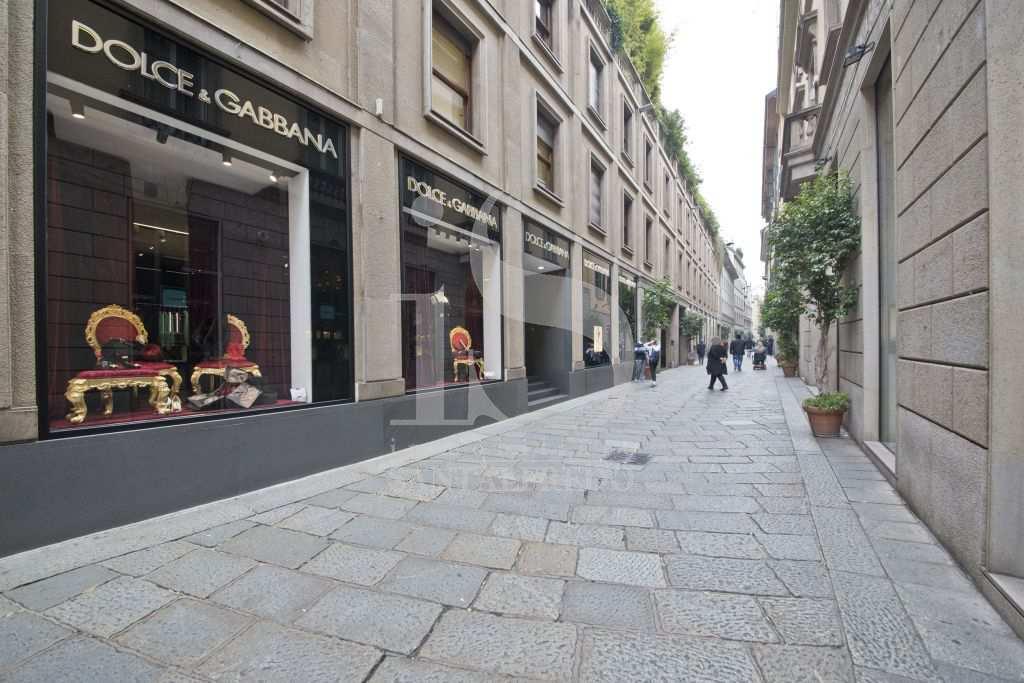 Bilocale Milano Via Della Spiga 2