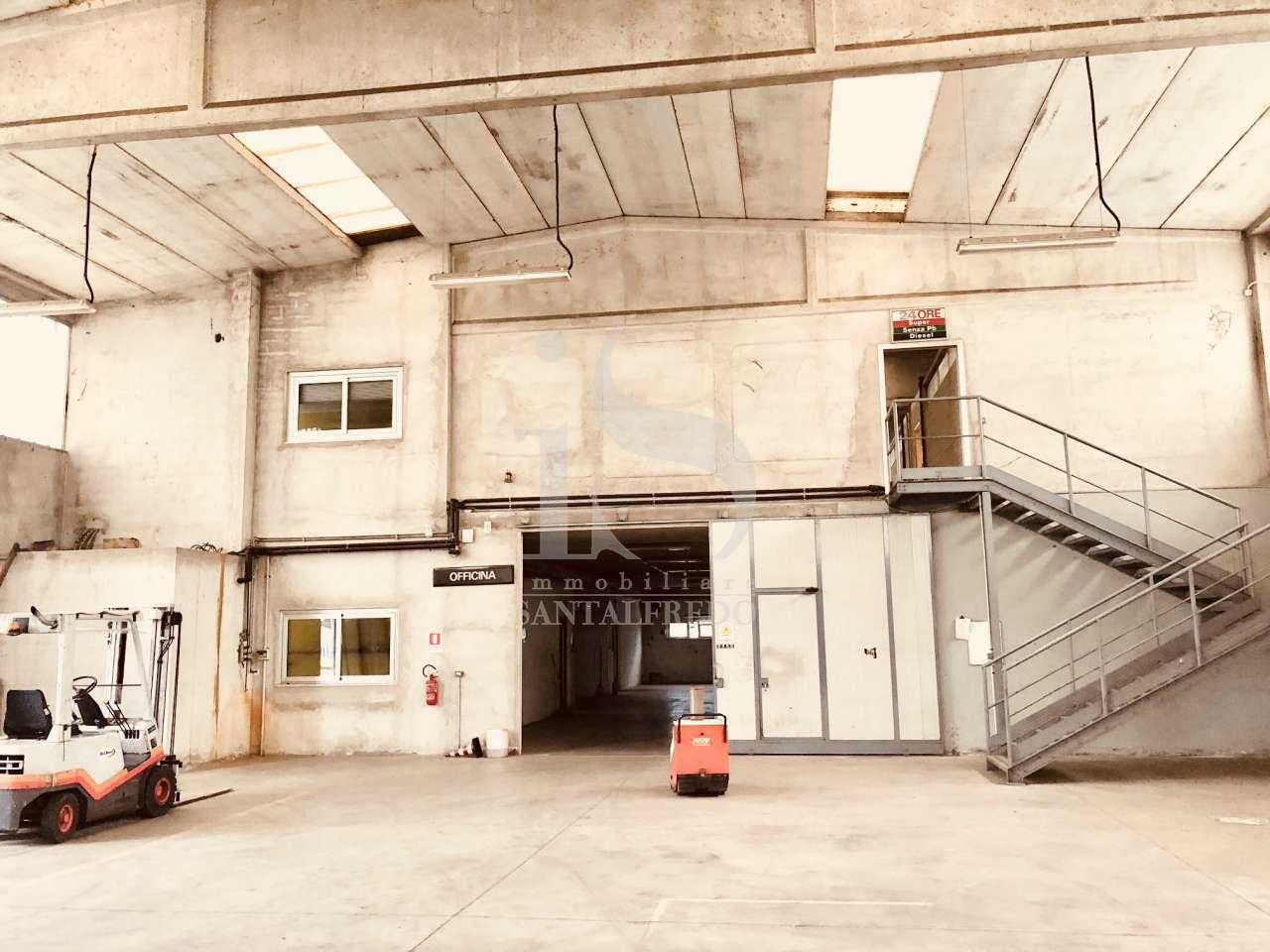 Magazzino - capannone in buone condizioni in vendita Rif. 5348646