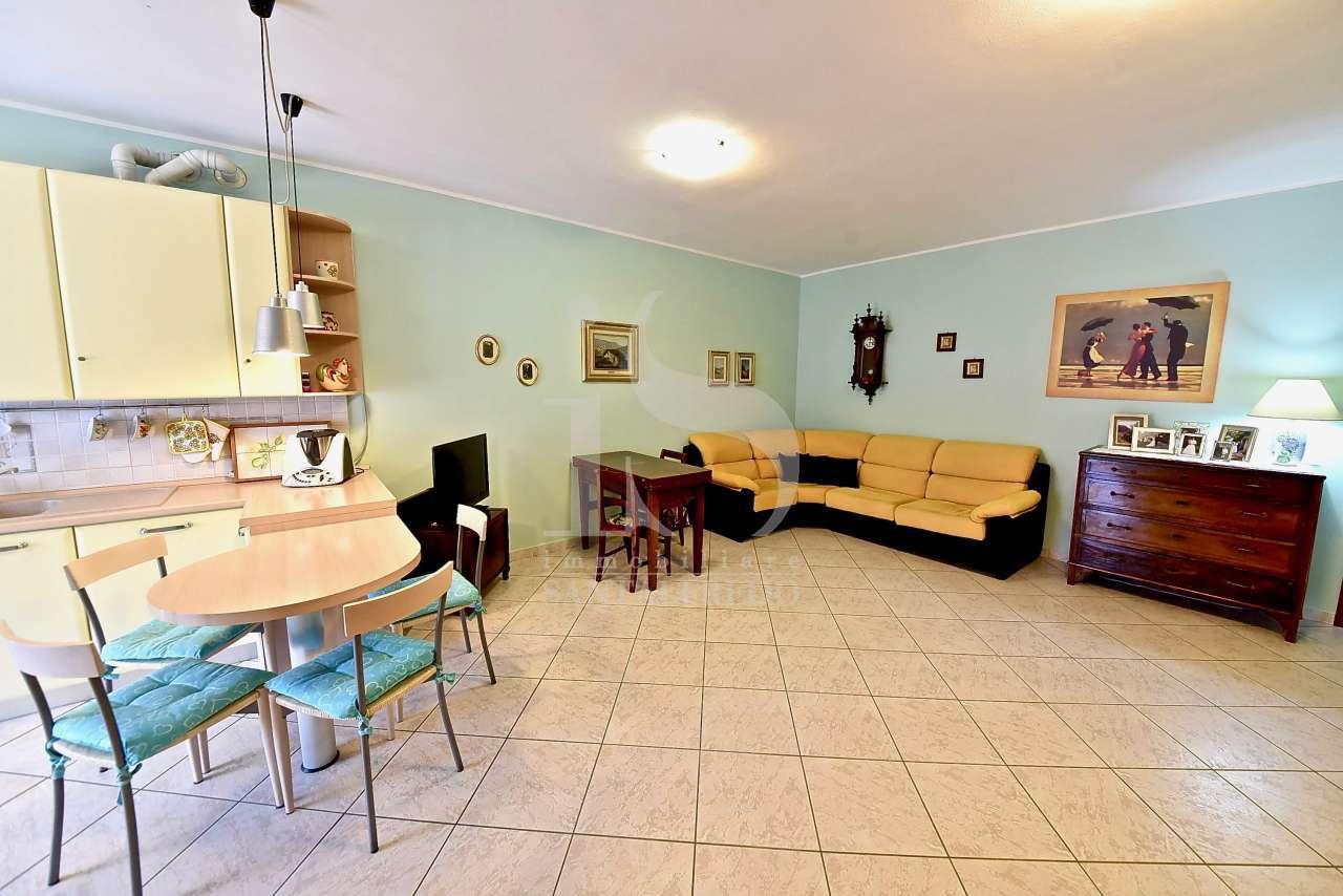 Appartamento in ottime condizioni in vendita Rif. 9556379