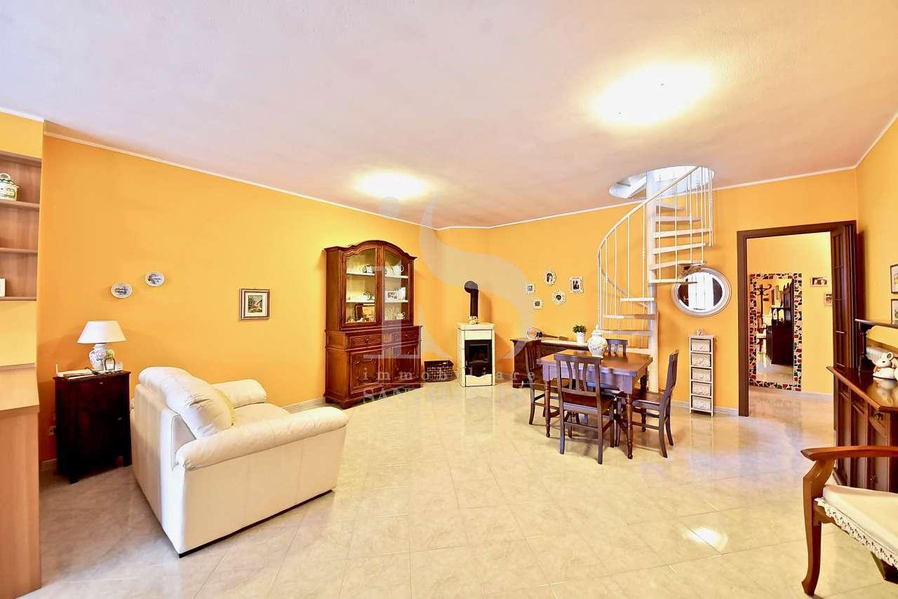 Appartamento da ristrutturare in vendita Rif. 10243147