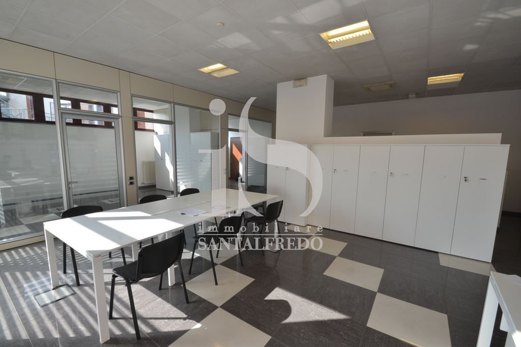 Ufficio / Studio in vendita a Gallarate, 6 locali, prezzo € 290.000   PortaleAgenzieImmobiliari.it