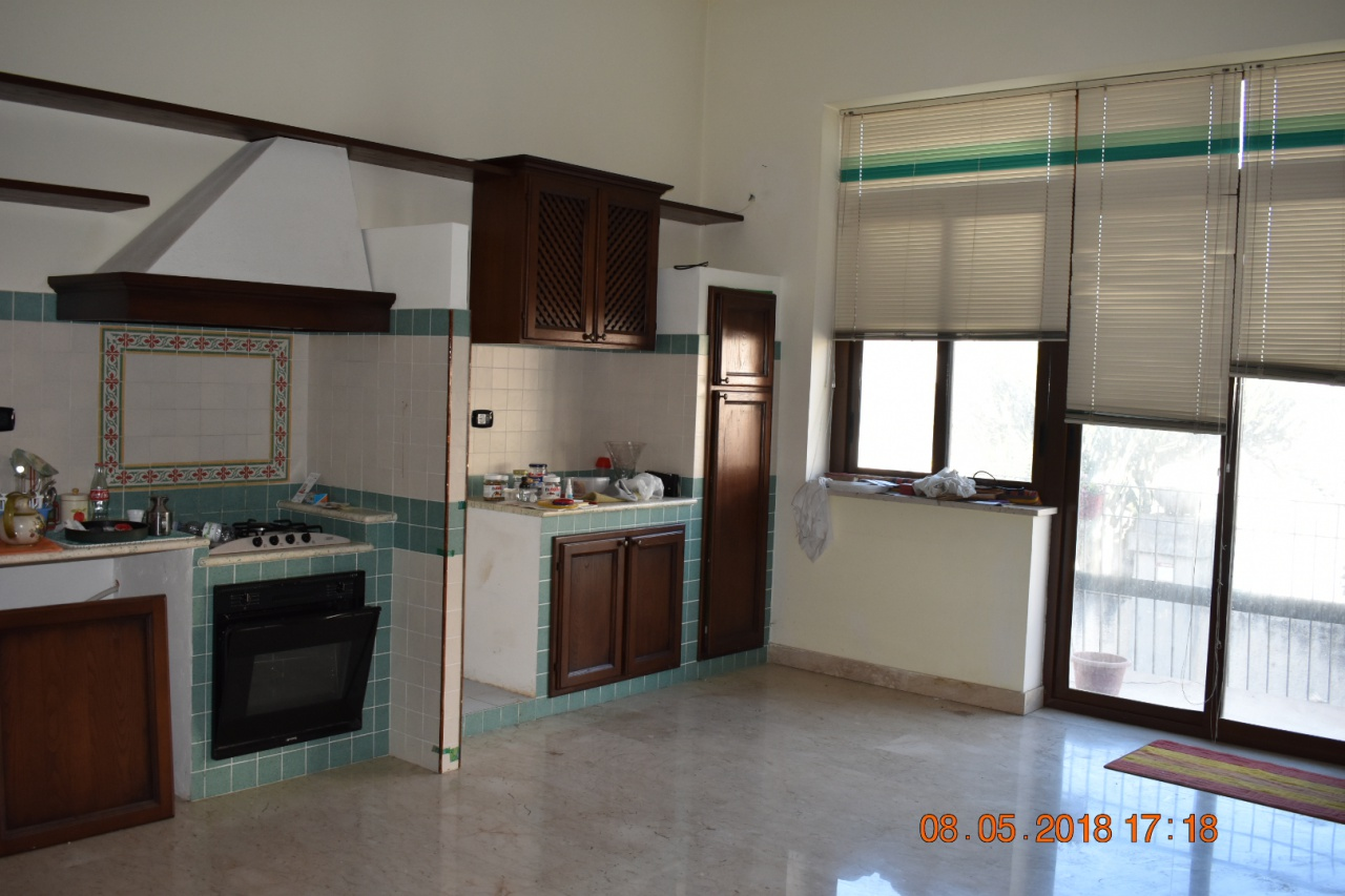 Appartamento in buone condizioni in vendita Rif. 8279699