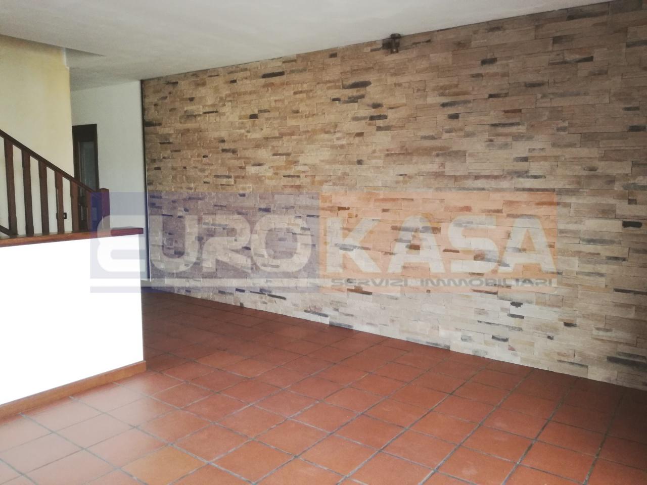 Villetta a schiera in buone condizioni in vendita Rif. 11722931