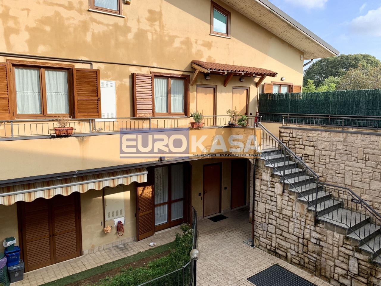 Appartamento in ottime condizioni in vendita Rif. 8432758