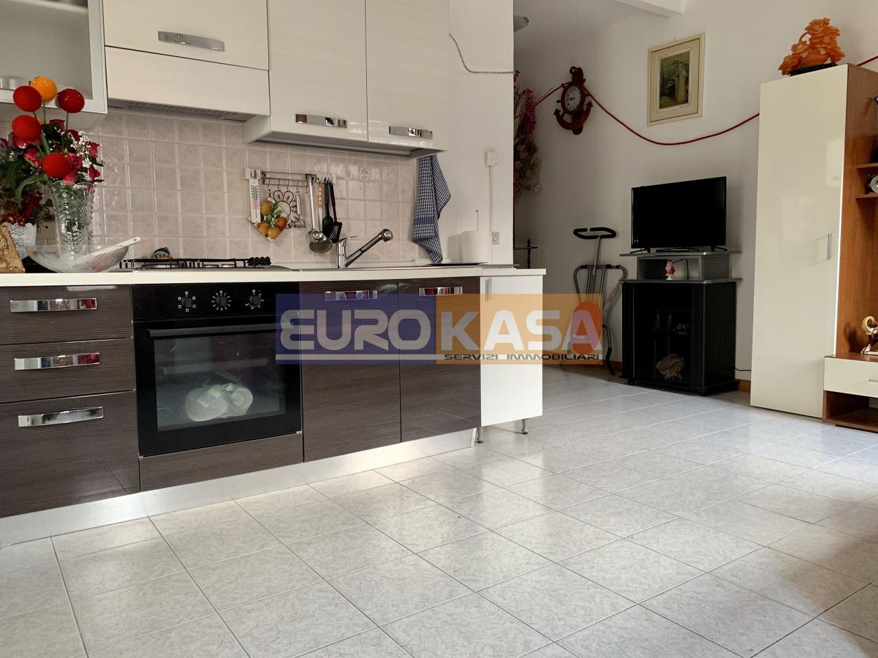 Appartamento in ottime condizioni in vendita Rif. 11381250