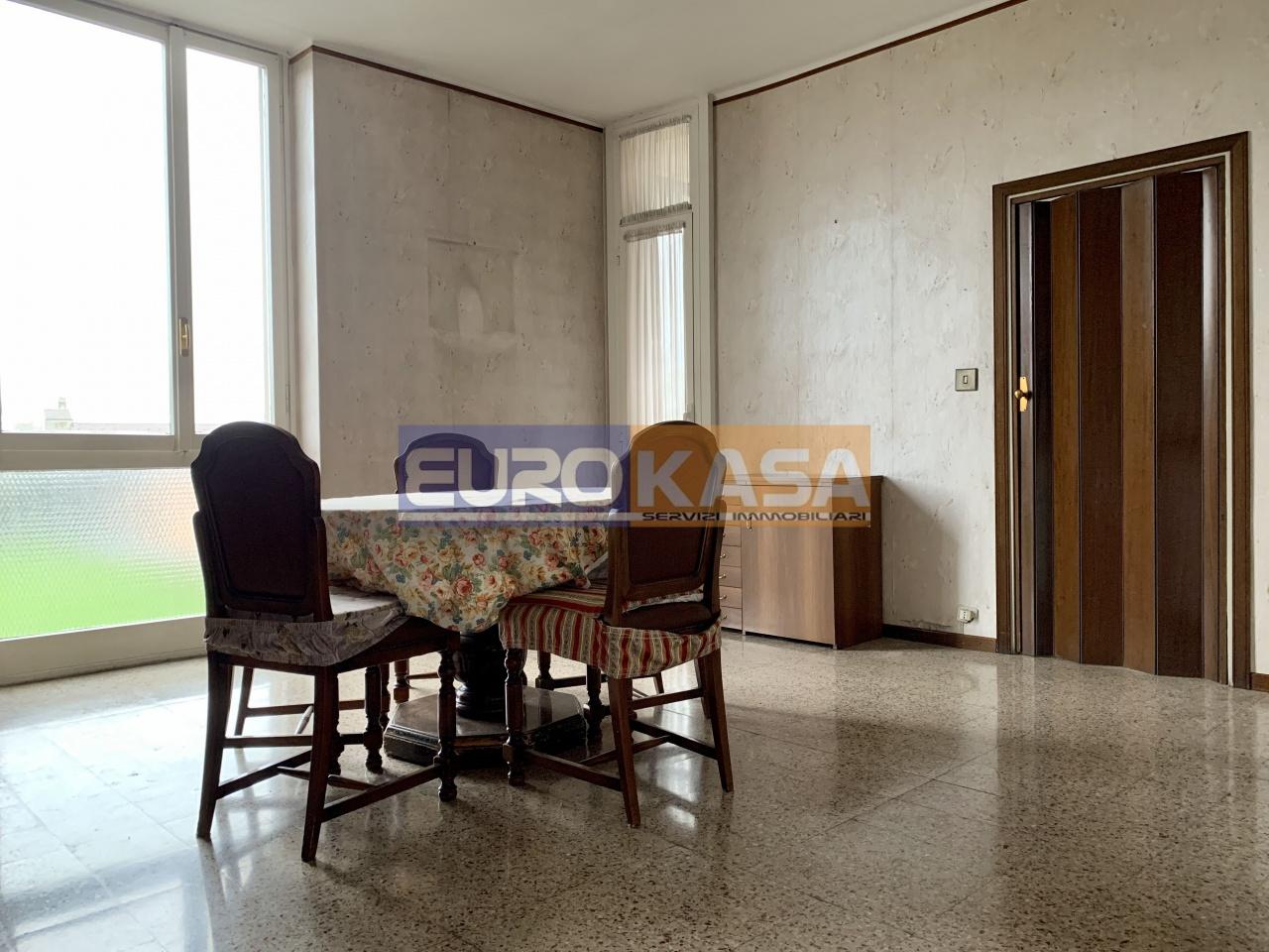 Appartamento in ottime condizioni in vendita Rif. 11423777