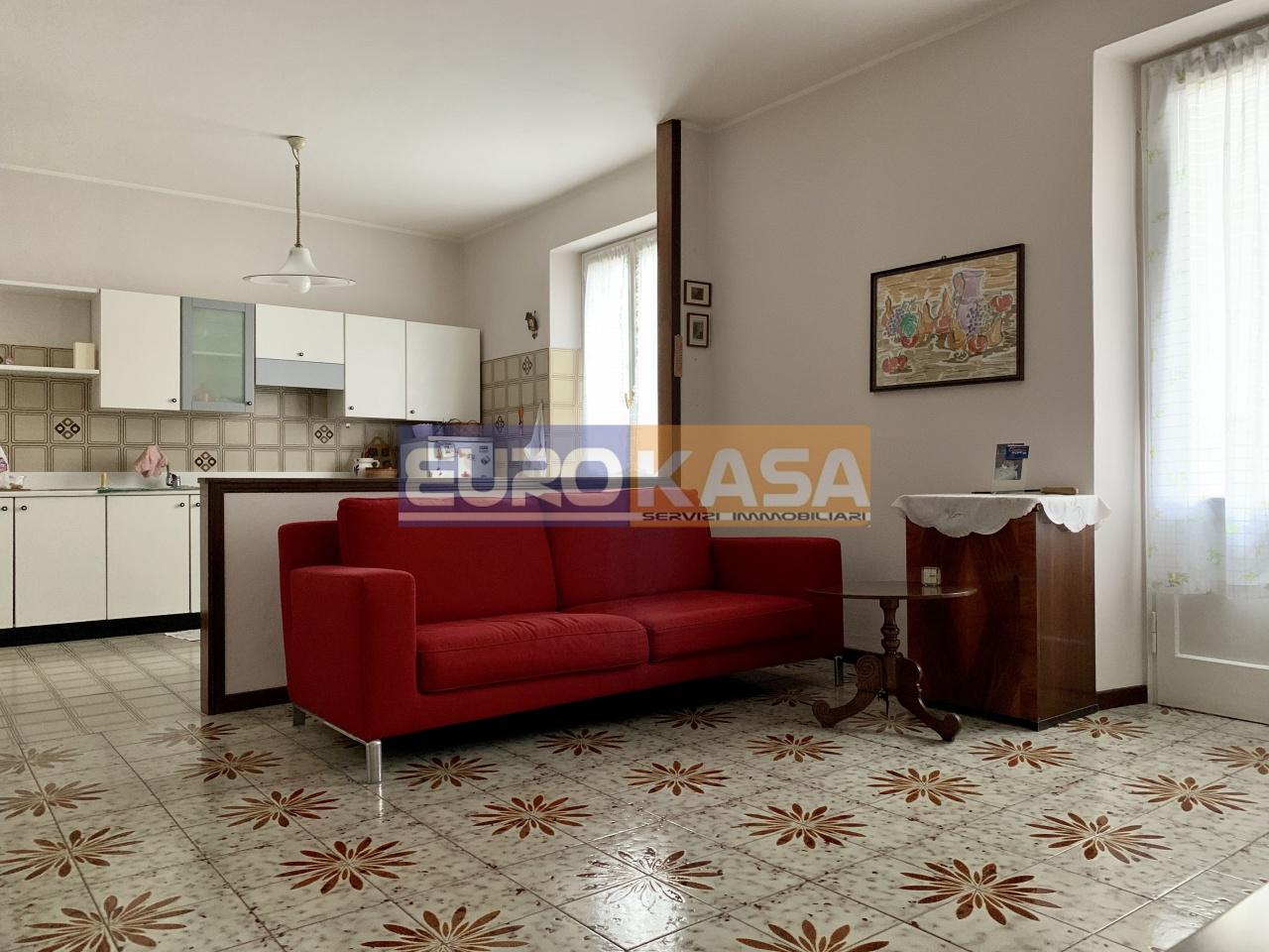 Appartamento in ottime condizioni arredato in vendita Rif. 11709130