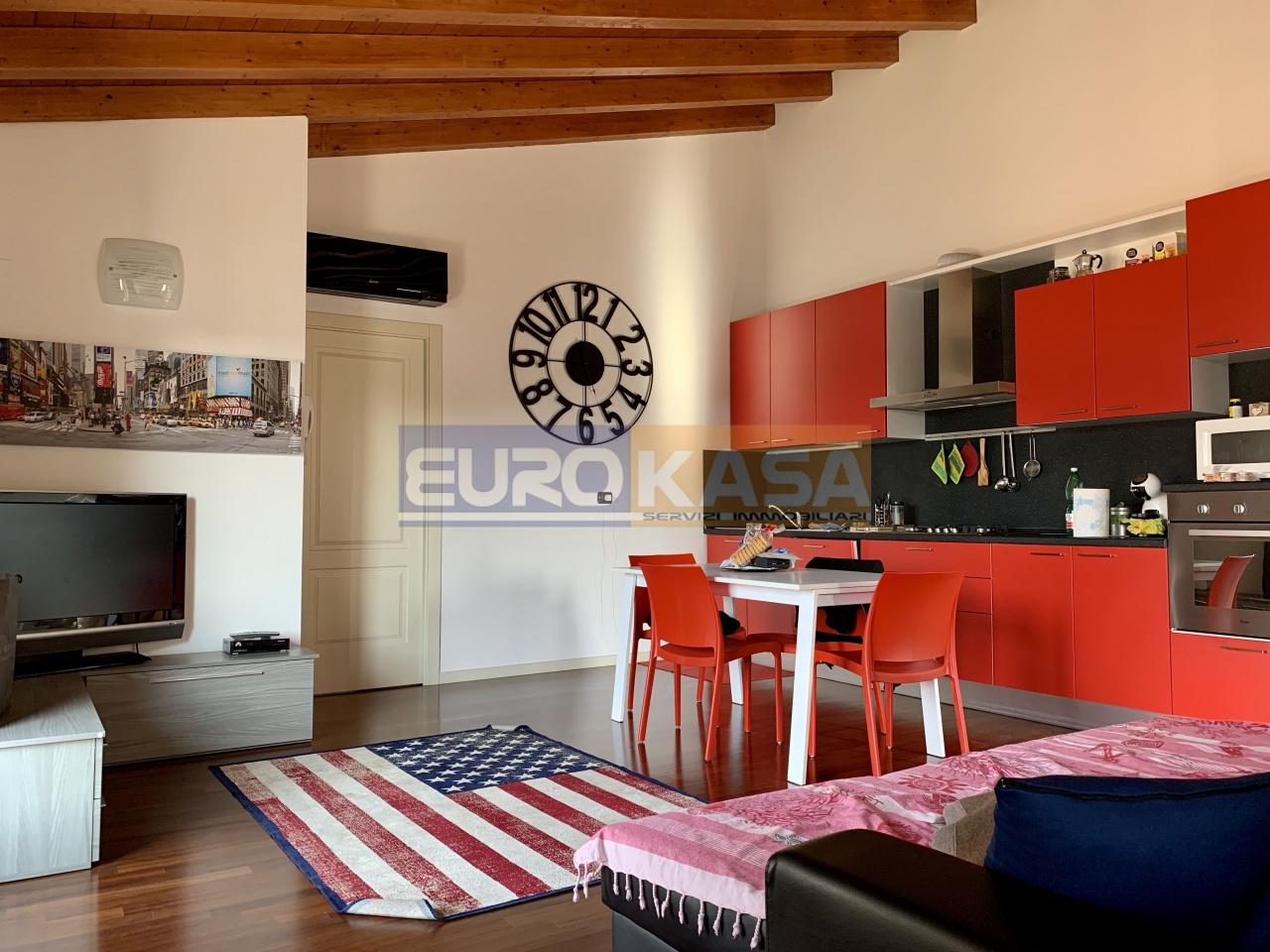Appartamento ristrutturato arredato in vendita Rif. 12133778