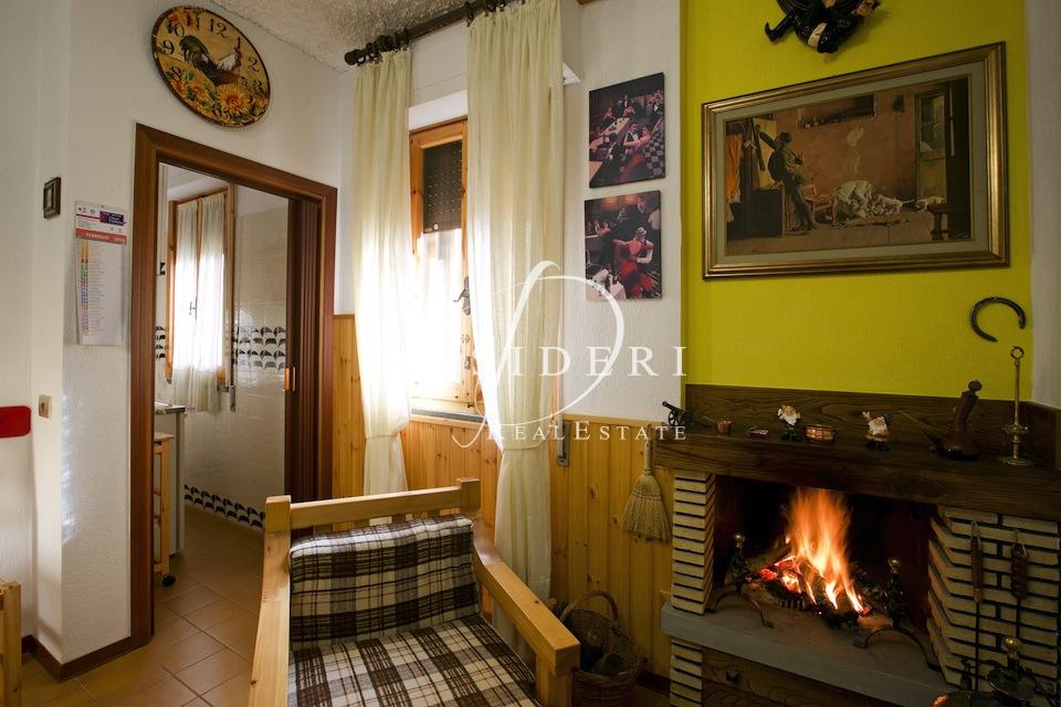 Appartamento in buone condizioni arredato in vendita Rif. 6381120