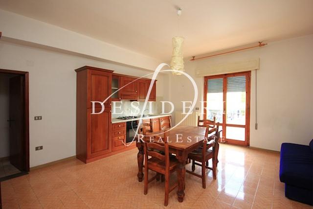 Appartamento in buone condizioni in vendita Rif. 6381125
