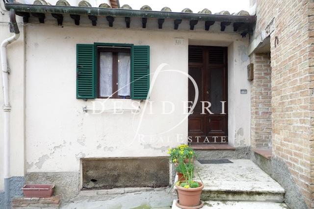 Appartamento in discrete condizioni arredato in vendita Rif. 6381146