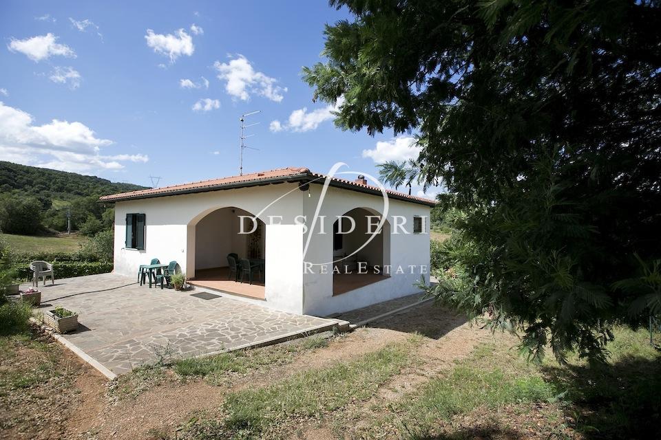 Villa in discrete condizioni in vendita Rif. 6381163